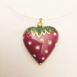 LIMOGES HAND PAINTED PORCELAIN HEART MEDALLION STRAWBERRY DECORATION