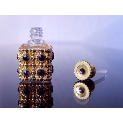 SQUARE BOTTLE WITH ITS GRID AND HALF PEARL IN AMETHYST GLASS
