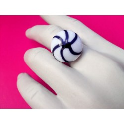 Round ring crystal of France color white black spiral