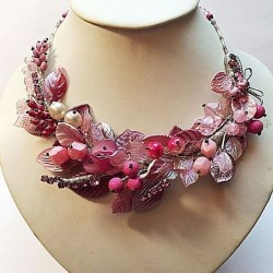 ROSE NECKLACE WITH LEAVES AND FLOWERS HANDMADE
