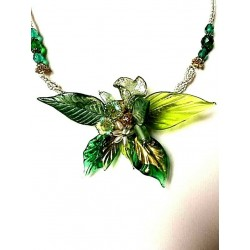LEAF AND ORHID NECKLACE IN GREEN CRYSTAL