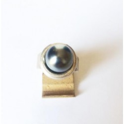 GRAY MOTHER-OF-PEARL CABOCHON RING