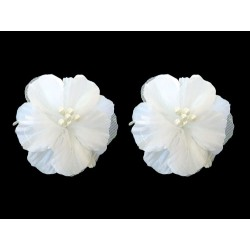 CLIPS EARRING IN WHITE FABRICS