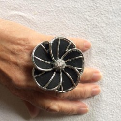 LARGE BLACK FLOWER RING IN RESIN
