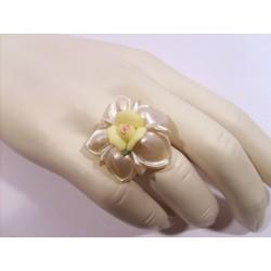 Bague fleur nacre en cristal et porcelaine - Bagues - Bijoux