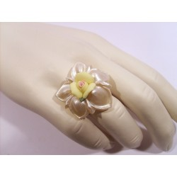 Mother-of-pearl crystal flower and porcelain ring - Rings - jewelry