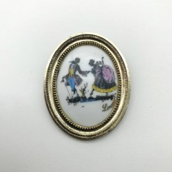VINTAGE OVAL PORCELAIN BROOCH FROM LIMOGES PRETTY SCENE GALANTE