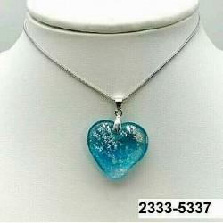 UNIQUE Pendentif cœur en cristal aigue bleu inclusion feuille d'argent sur chaine