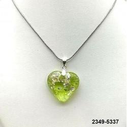UNIQUE Pendentif coeur en cristal absinthe inclusion feuille d'argent sur chaine