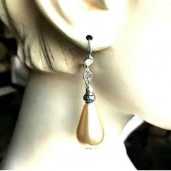 PEAR PENDANT EARRINGS IN MOTHER-OF-PEARL GLASS