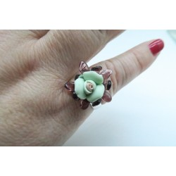 PINK RING IN AMETHYST AND GREEN CRYSTAL AND PORCELAIN
