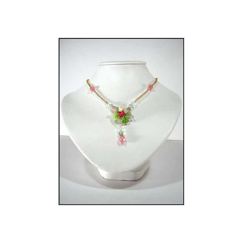Collier rocailles avec une fleur en cristal